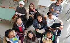 Leerlingen met boek